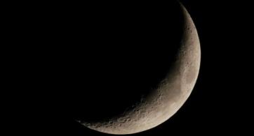Alma y lunas, mundos también | Óleo de una mujer con sombrero