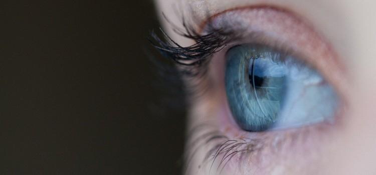 La intensidad ambigua de mirar a alguien a los ojos